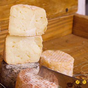 витриманий сир з козячого молока