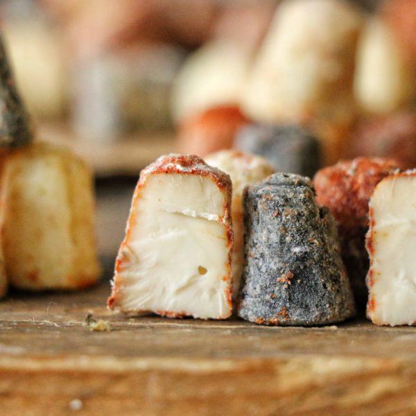 Гудзики козячий сир